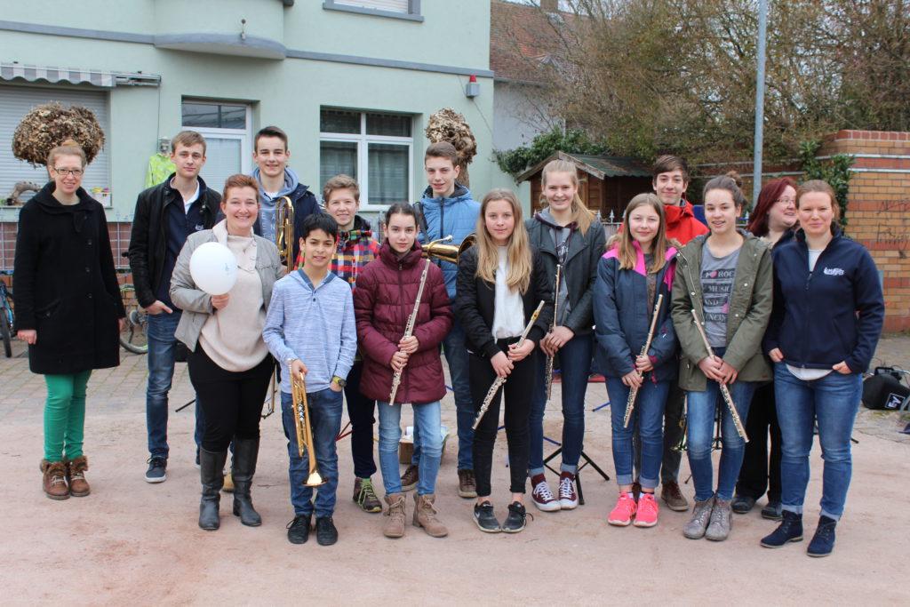 Auftritt des Jugendorchesters beim Wochenmarkt