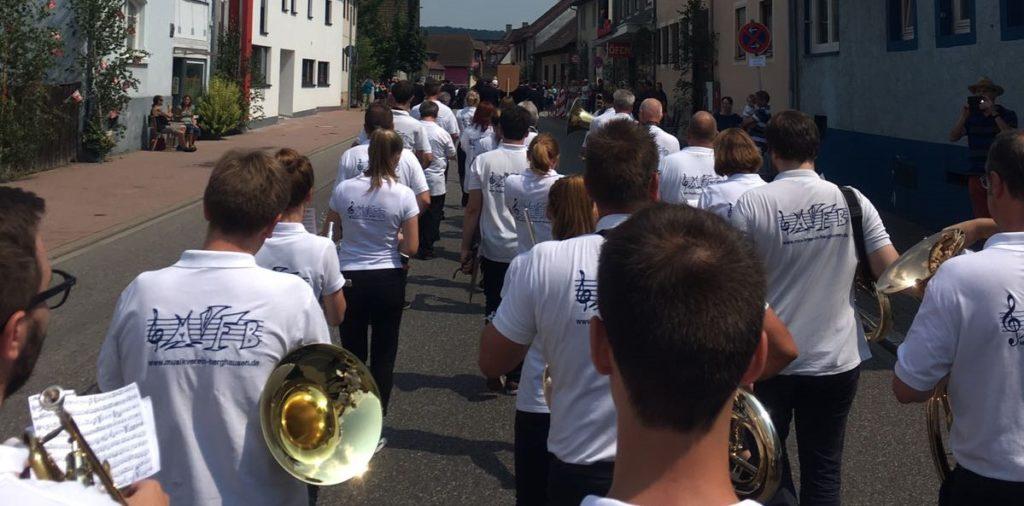 Festumzug und Auftritt – 150 Jahre Feuerwehr Berghausen